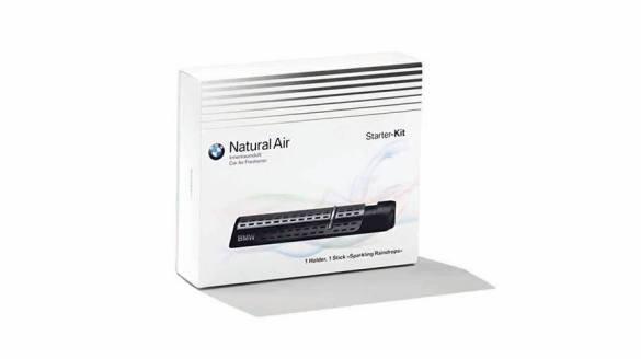 0236a6fccc Štartovacia sada osviežovača vzduchu BMW Natural Air vytvára atmosféru  pohody a osviežuje vzduch v interiéri vášho vozidla. Obsahuje prémiový  držiak parfému ...